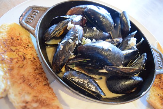 Bedford, NH: PEI Mussels