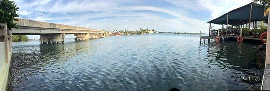 Paraiso, المكسيك: Una hermosa vista del puente y la laguna de mecoacan