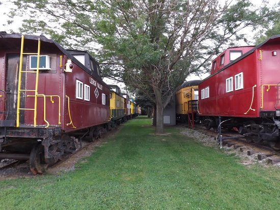 Red Caboose Motel, Restaurant & Gift Shop: All aboard!