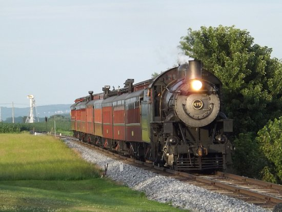 Red Caboose Motel, Restaurant & Gift Shop: Steam Train passing