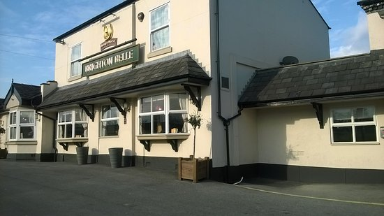 Winsford, UK: View of front of pub