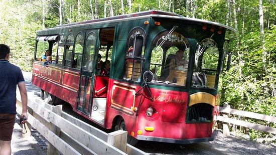 Chambord, Canada: Le petit bus de Val Jalbert