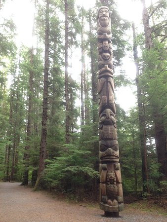 Sitka, AK: Some totems in the park are very well preserved.