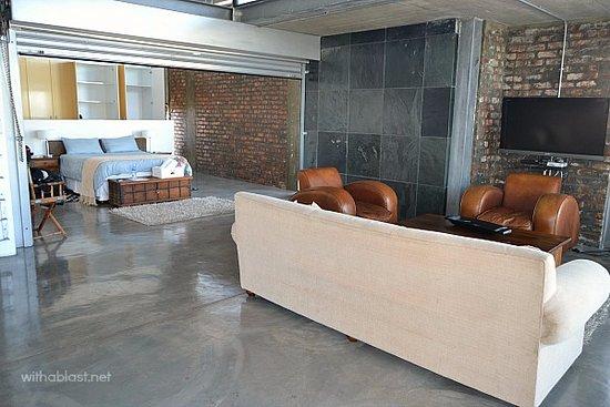 Sunset Loft: Deluxe Suite - Bedroom / Lounge