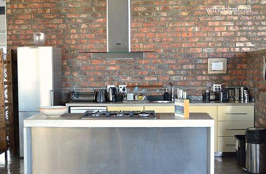 Sunset Loft: Deluxe Suite - Kitchen