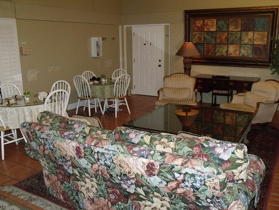 The Quarters at Hardin House : lounge area 2