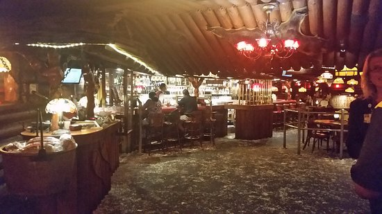Covina, Californie : Salad bar and dining room