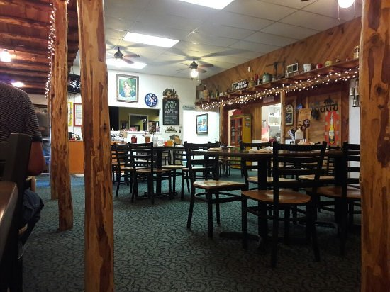 Los Lunas, Nuevo Mexico: TJ's rustic atmosphere … there is another room in the front.
