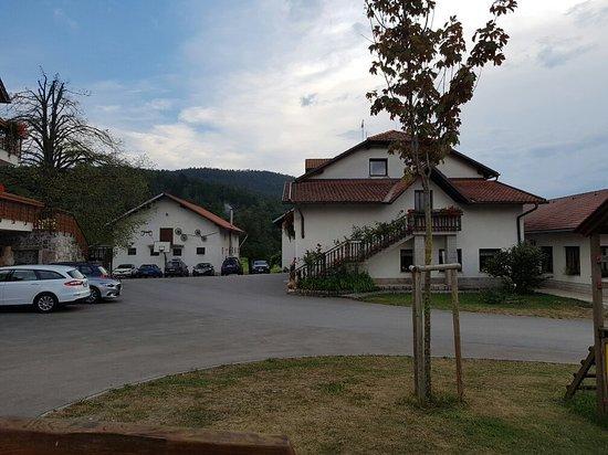 Hrusevje, Eslovênia: 20160727_191646_large.jpg