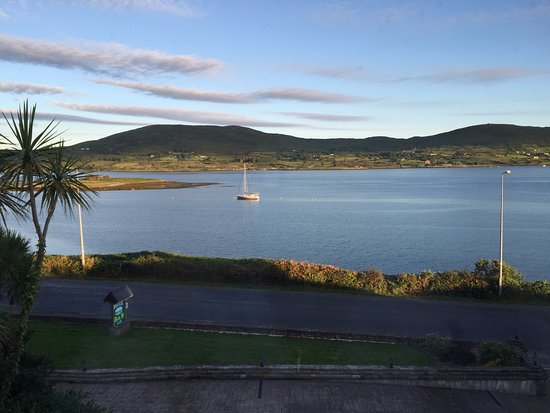 Sea Breeze Bed & Breakfast : The view of Bere Island from our room