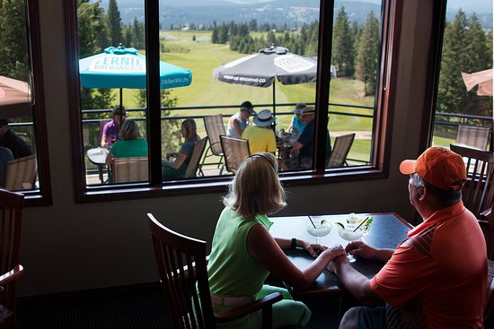 Invermere, Канада: Indoor outdoor seats with a view