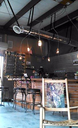 Όρος Black, Βόρεια Καρολίνα: The bar inside the taproom