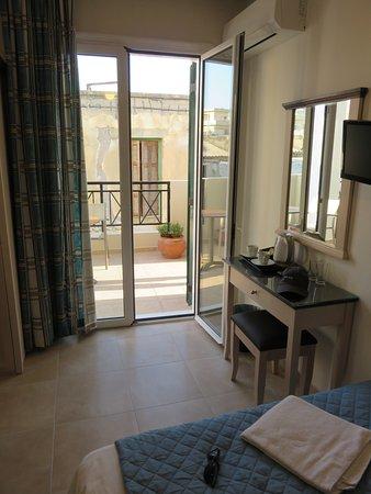 Hotel Mirabello: The room