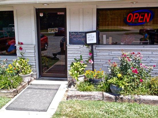 Black Bear Cafe: Entrance