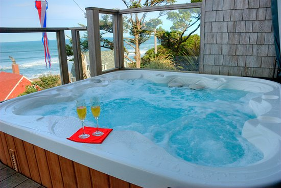 Depoe Bay, OR: Outdoor jacuzzi