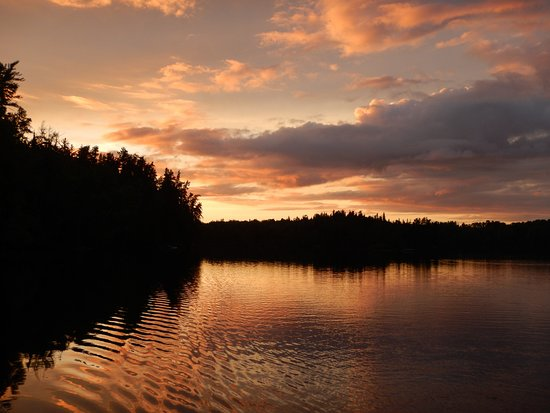 Elk Lake, แคนาดา: Sunset - Lost Lake