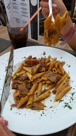 Sari-Solenzara, France: Restaurant les 3 Terrasses