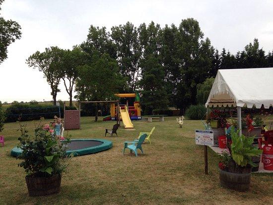 Faverolles-sur-Cher, Francia: Leuke camping voor kinderen. Veel speelmaterialen voor kinderen.