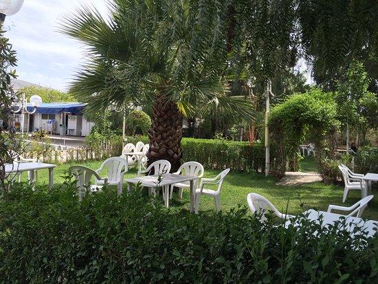 Constantine, Algeria: Jardin du restaurant