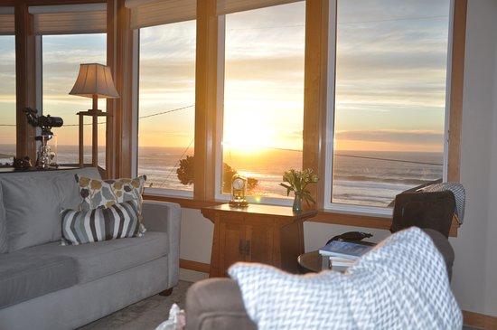 Depoe Bay, OR: Living Room