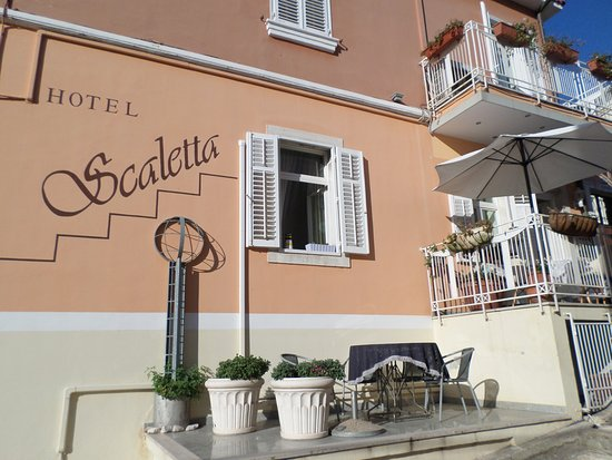 Hotel Scaletta: Outside and entrance