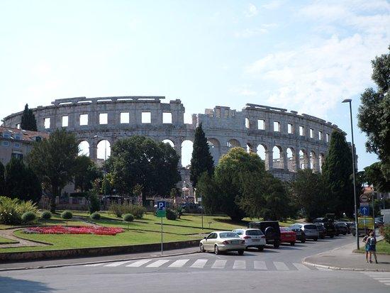 أوتيل سكاليتا: Arena next to hotel