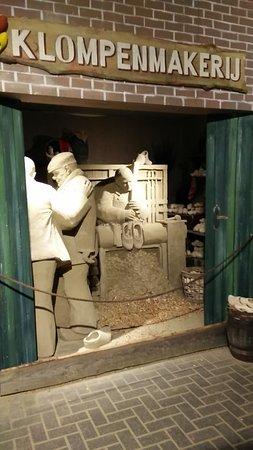 Garderen, Hollanda: Zandsculptuur: De klompenmaker