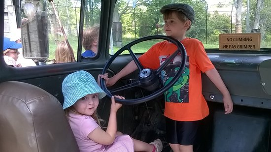 Magnetic Hill Zoo: Driving their truck