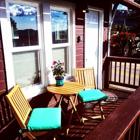River Rock Cottages: Aspen deck