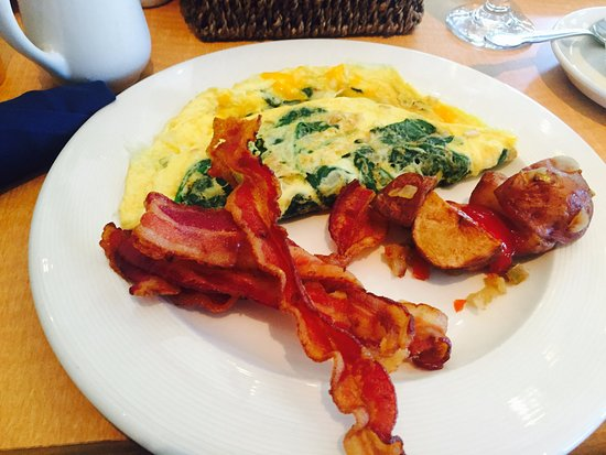 Pocono Pines, PA: This was over at the clubhouse. Breakfast is served at the clubhouse on Sundays and was exceptio