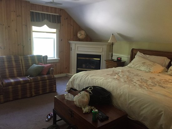 Pocono Pines, Pensilvania: BED WAS SUPER COMFY!! Carolyn where on earth are these beds from??!!