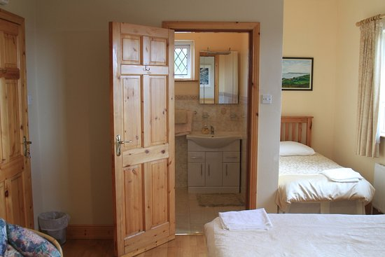 Spiddal, Ireland: 2 single bed and bathroom