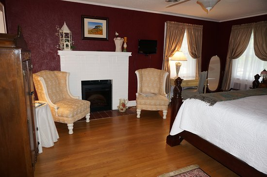 Vintage Inn Bed and Breakfast: Cabernet Room