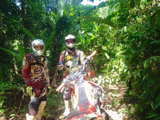 Chalong, Thailand: Enduro i regnskoven