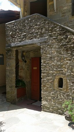 Case Vacanze Podere Ugolini: Entrance to our apartment (lower) and one of the upper apartments via stairs