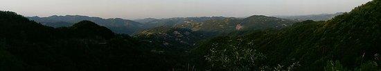 Борго-Сан-Лоренца, Италия: Via of the Apennine Mountain range if you follow the road upwards
