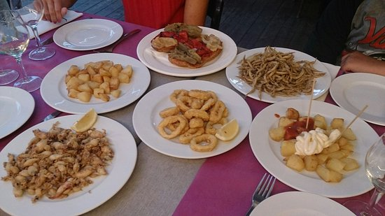 Tamariu, Spagna: Tapas : chipirones, sonsos, calamares a la romana, tostadas