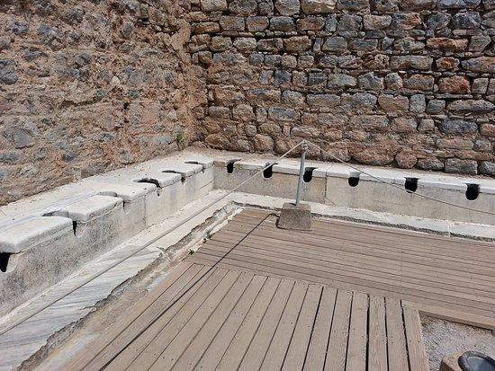 Efes Antik Umumi Tuvaleti - Picture of Public Latrine ...
