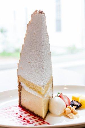 ไพน์เฮิร์สต์, นอร์ทแคโรไลนา: A slice of our incredible Mile-High Key Lime Pie is the perfect dessert at the Carolina Dining R