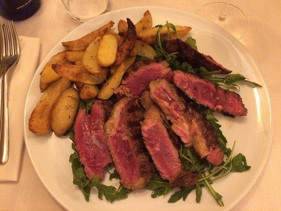 Verucchio, Italia: Tagliata al rosmarino e sale grosso con patate al forno
