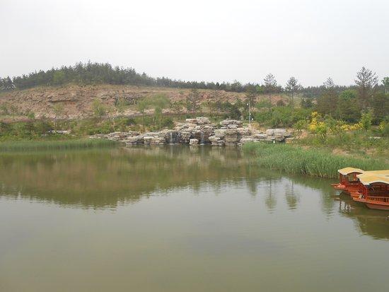 Grutas de Yungang (Datong):lago del complejo de las grutas.