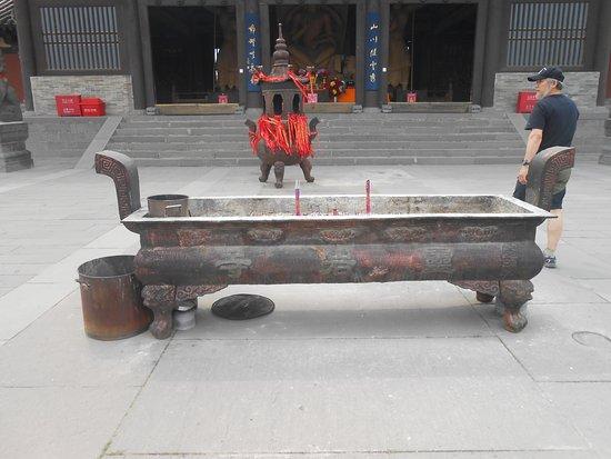Grutas de Yungang (Datong): incensario del templo del complejo.