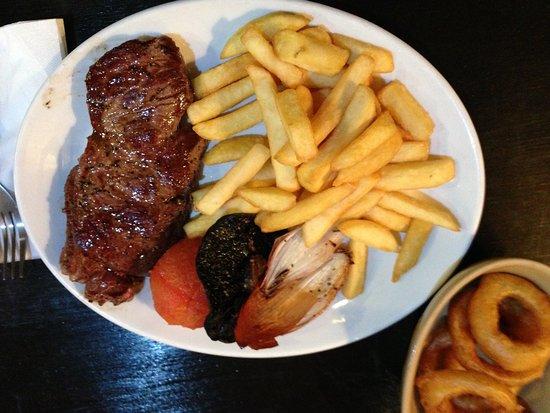 Rydal, UK: Badger Bar, Steak with confit shallots