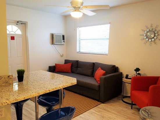 St Pete Beach Suites: RENOVATED ROOM 114