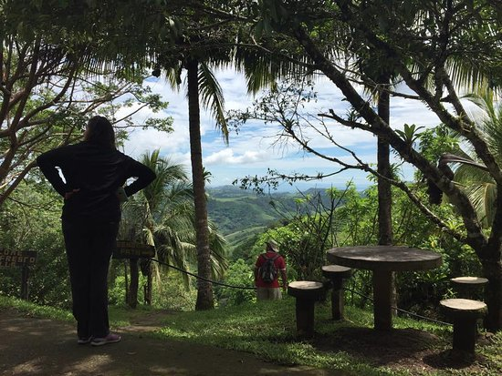 Tilaran, Costa Rica: A stop along the hike to the waterfalls