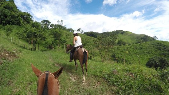 Tilaran, Costa Rica: Horseback riding after swimming in the large falls at Viento Fresco