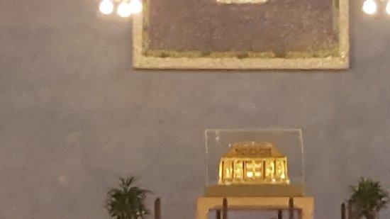 Pfarrkirche St.Hildegard: Reliquienschrein der Hildegard von Bingen