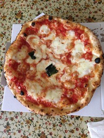 pizza al filetto di pomodoro - Picture of Vittoria, Naples ...