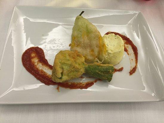 Banchette, Włochy: Antipasto : fiori di zucchini ripieni