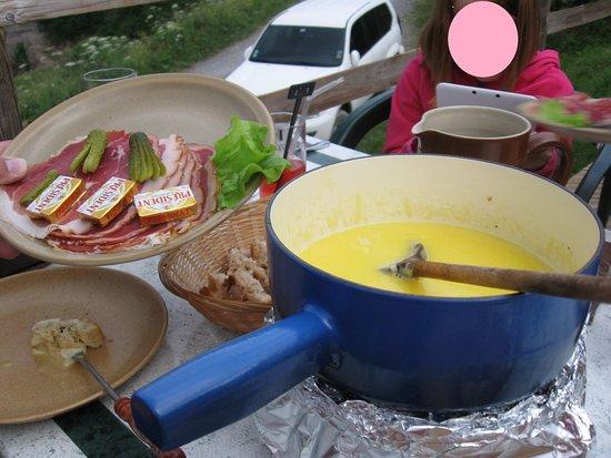 La Giettaz, França: la fondue en terrasse